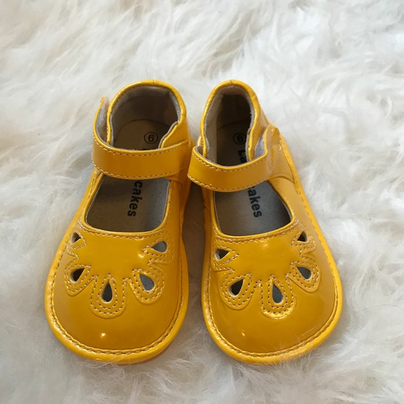 c2434c5ce644e Mustard Yellow Squeaker Shoes Baby Girl Size 6